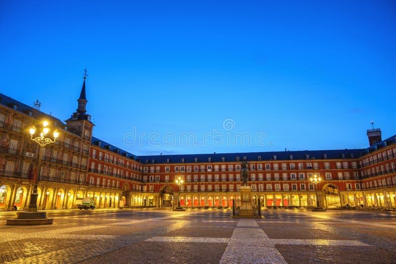 Skyline de la nuit espagnole à Madrid sur la Plaza Mayor photographie stock
