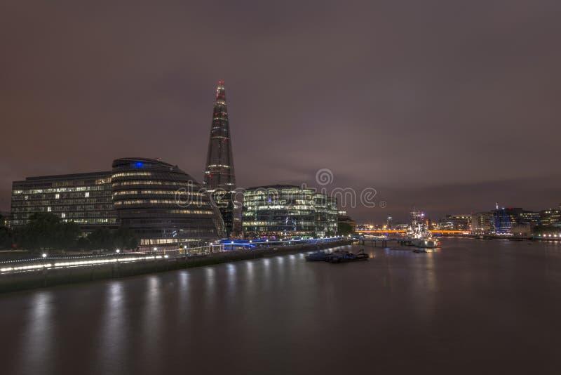 Skyline de Londres ao longo do rio Tamisa fotografia de stock royalty free