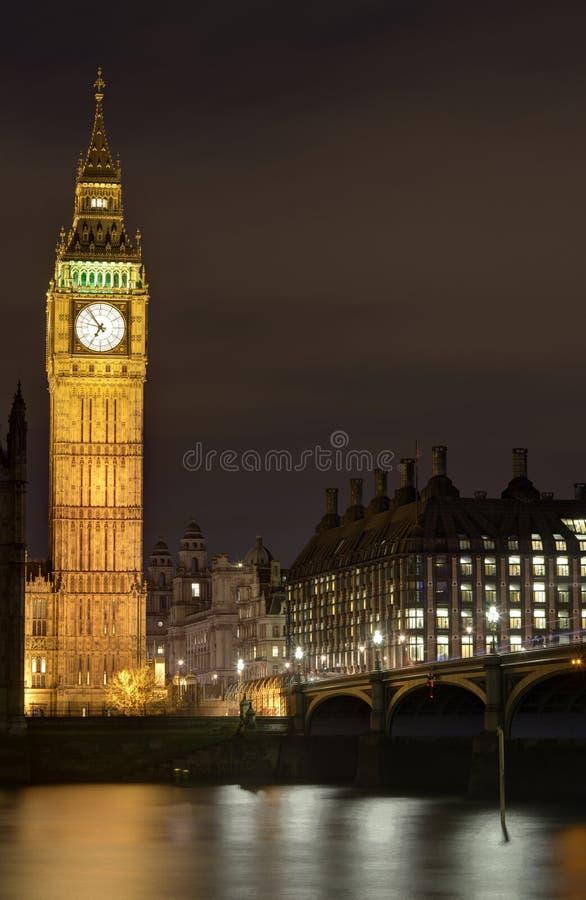 Skyline de Londres na noite foto de stock royalty free