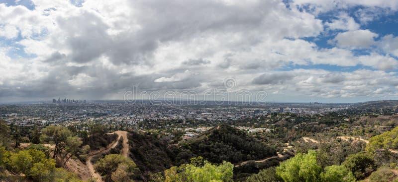 Skyline de Los Angeles em San Fernando Valley fotografia de stock royalty free