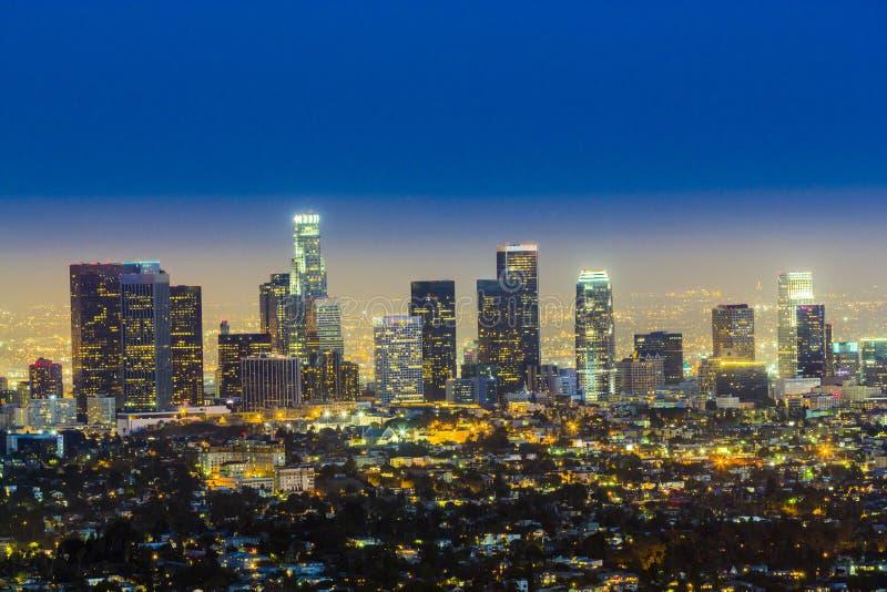 Skyline de Los Angeles na noite fotografia de stock