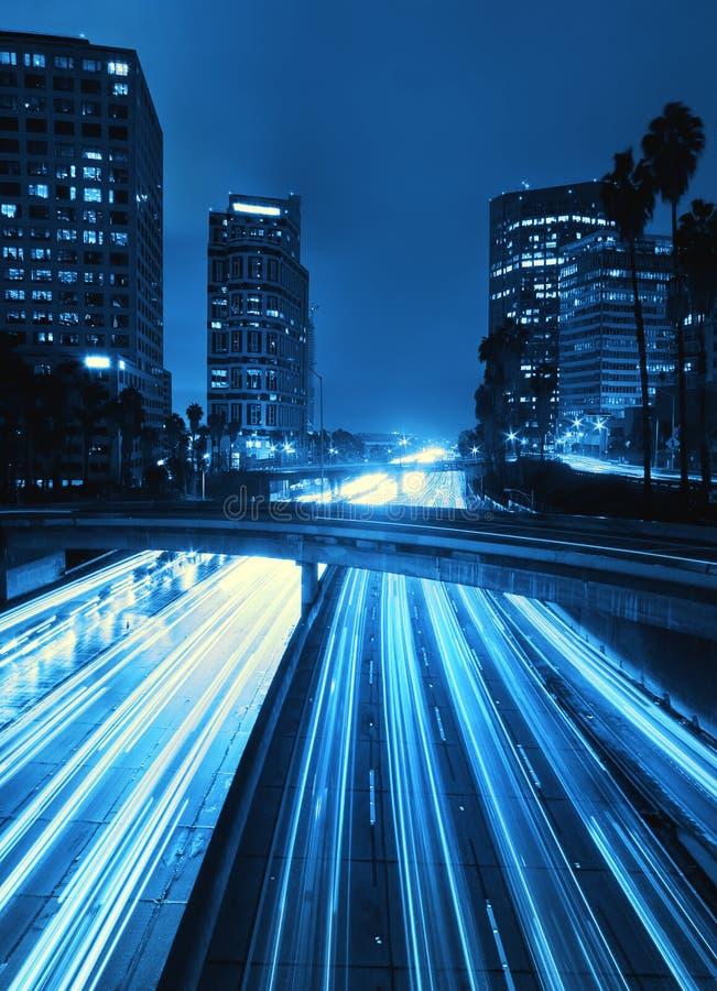 Skyline de Los Angeles na noite imagem de stock