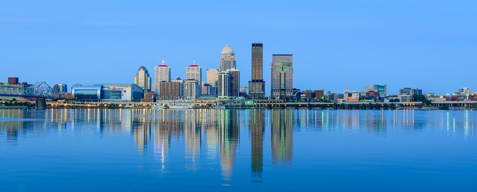 Skyline de Louisville Kentucky fotografia de stock royalty free
