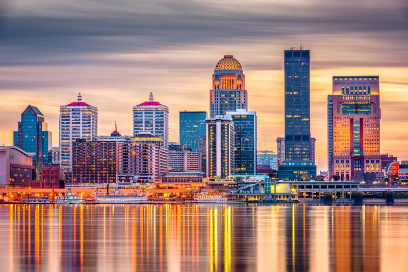 Skyline de Louisville, Kentucky, EUA imagens de stock