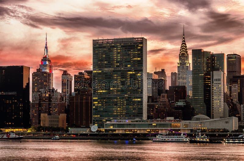 Skyline de Manhattan com reflexões, NYC, EUA fotografia de stock royalty free