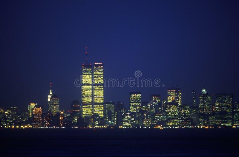 Skyline de Manhattan de Staten Island na noite, New York City, NY imagens de stock royalty free
