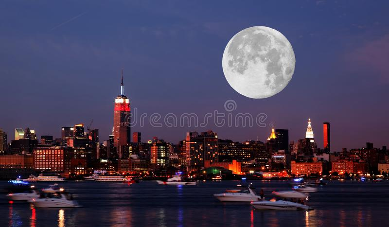 A skyline de Manhattan do Midtown fotografia de stock