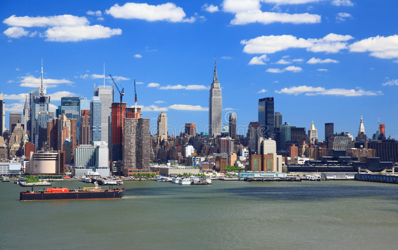 A skyline de Manhattan do Midtown fotos de stock royalty free