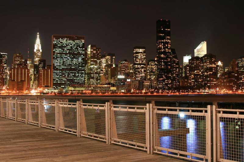 Skyline de Manhattan em noites fotografia de stock