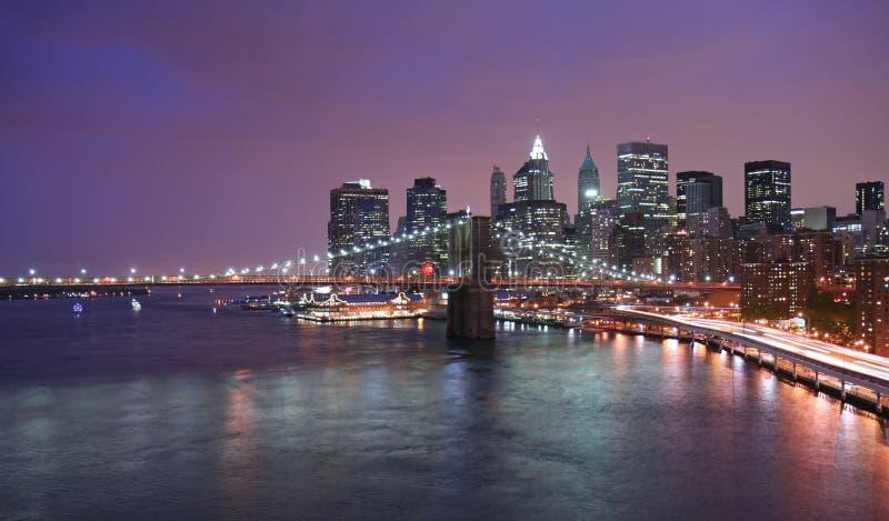 Skyline de Manhattan no crepúsculo imagens de stock