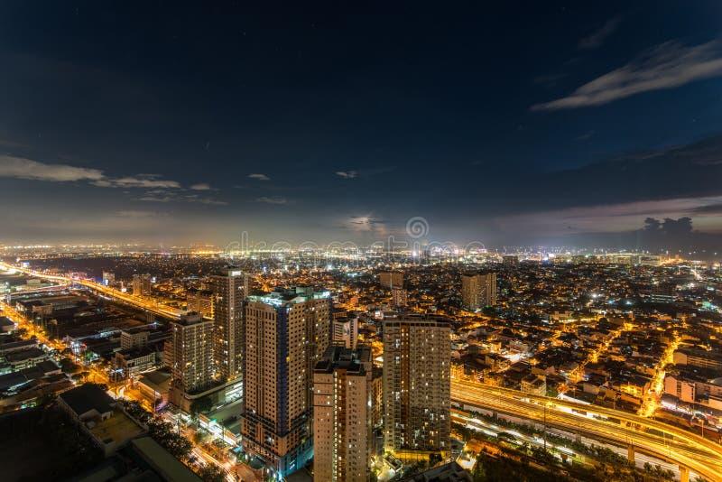 Skyline de Manila do metro no por do sol imagens de stock royalty free