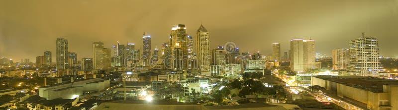 Skyline de Manila na noite imagens de stock