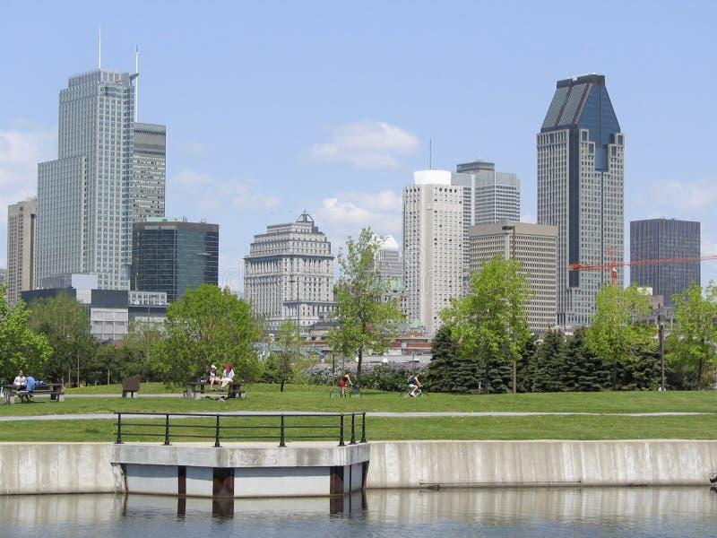 Skyline de Montreal, canal de Lachine imagem de stock