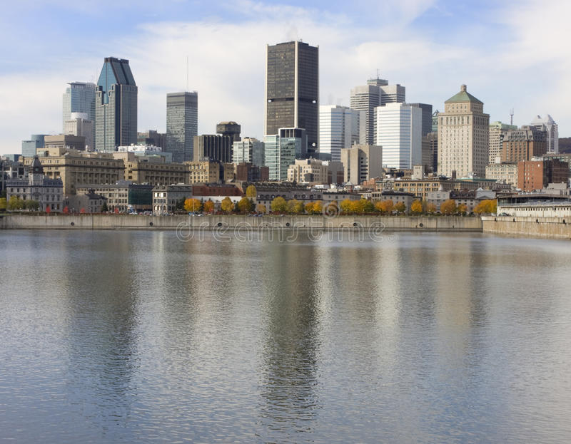 Skyline de Montreal e Saint Lawrence River imagem de stock royalty free