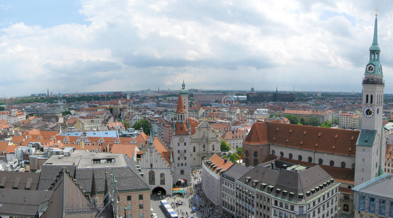 Download Skyline de Munich foto de stock. Imagem de marco, cidade - 16858636