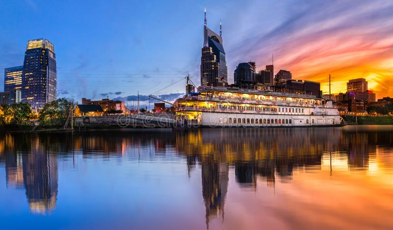 Skyline de Nashville com por do sol imagem de stock royalty free