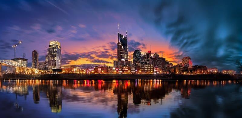 Skyline de Nashville com por do sol imagens de stock royalty free