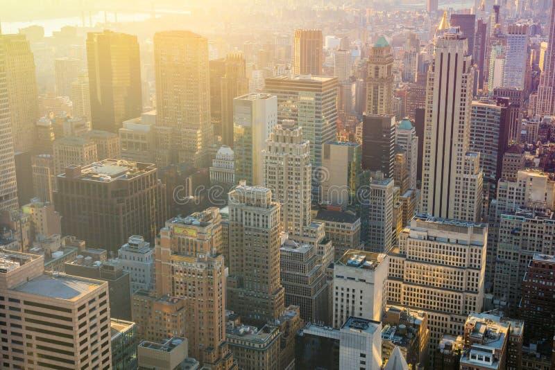 Skyline de New York City com os arranha-céus urbanos no nascer do sol, Manhatt fotografia de stock royalty free