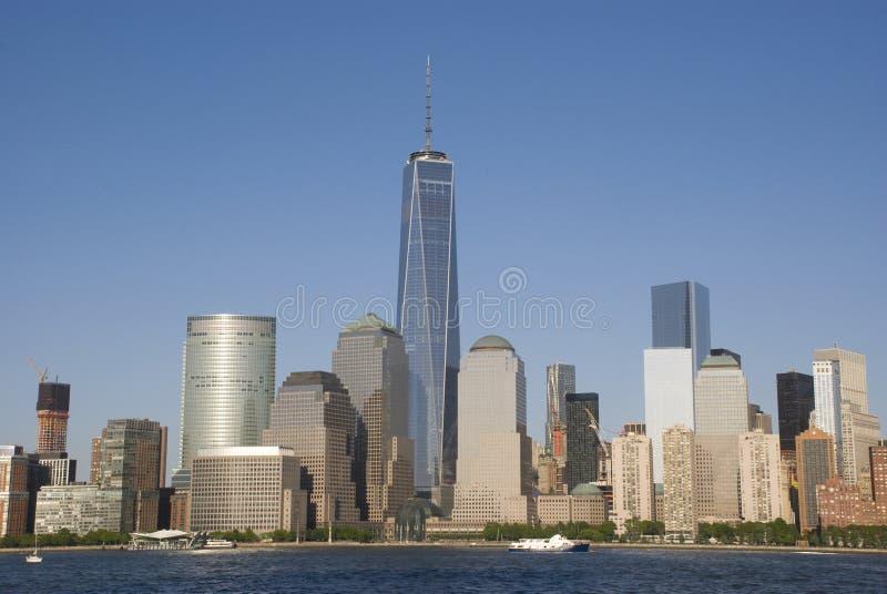 Skyline de New York City com um World Trade Center imagem de stock
