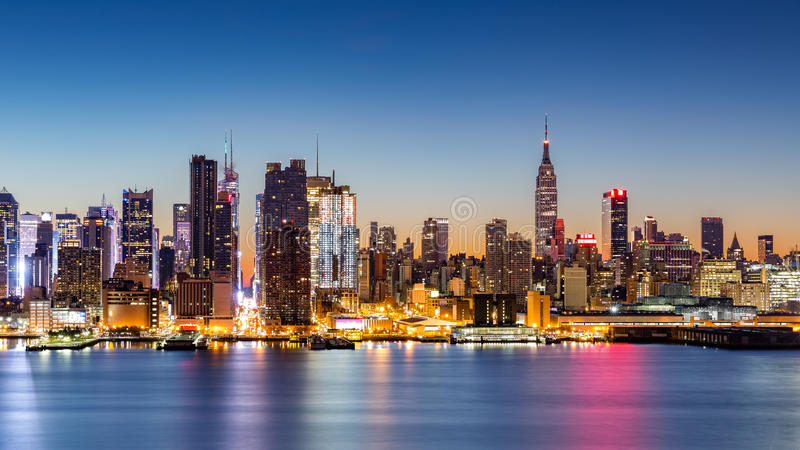 Skyline de New York City no alvorecer foto de stock