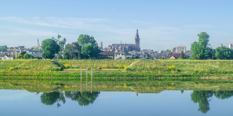 Skyline de Nijmegen, os Países Baixos imagens de stock royalty free