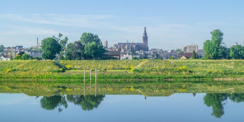 Skyline de Nijmegen, os Países Baixos imagens de stock