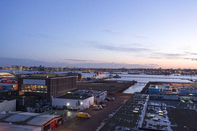 Skyline de nivelamento norte do porto de Amsterdão fotografia de stock royalty free