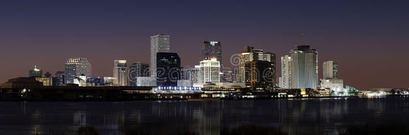 Skyline de Nova Orleães na noite foto de stock