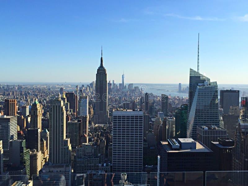 Skyline de NYC da parte superior da rocha foto de stock royalty free