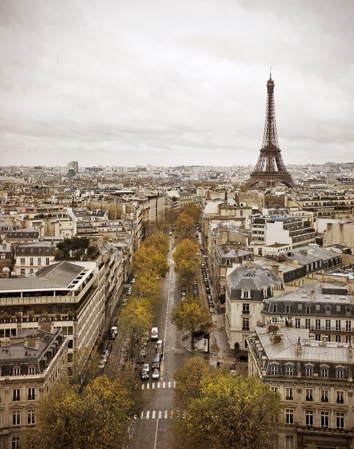 Skyline de Paris com torre Eiffel fotografia de stock royalty free