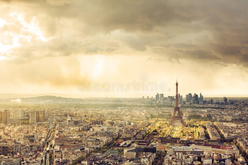 Skyline de Paris com torre Eiffel imagem de stock royalty free