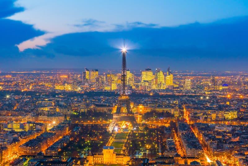 Skyline de Paris com a torre Eiffel no por do sol em França foto de stock royalty free