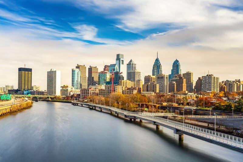 Skyline de Philadelphfia e rio de Schuylkill, EUA foto de stock royalty free