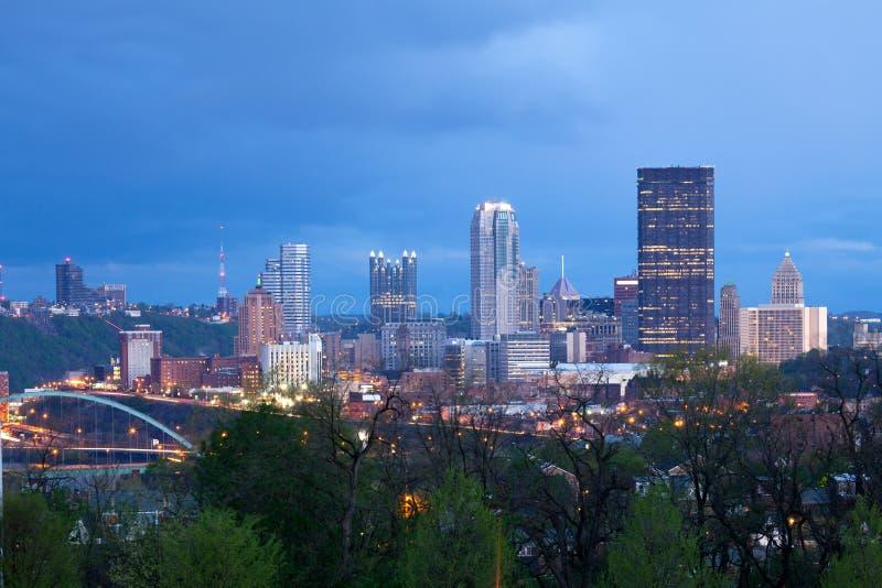 Skyline de Pittsburgh da vizinhança de Oakland imagem de stock