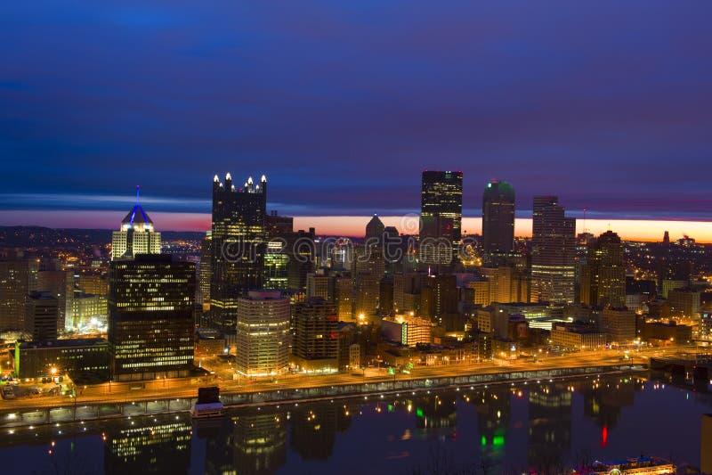 Skyline de Pittsburgh no nascer do sol imagem de stock