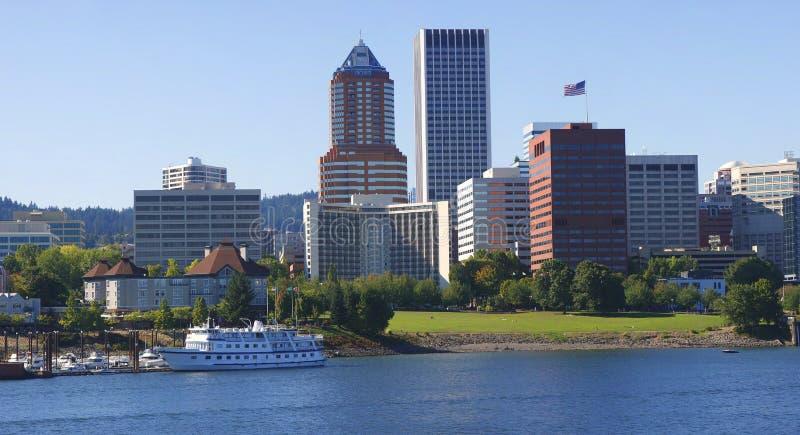 Skyline de Portland Oregon. imagem de stock