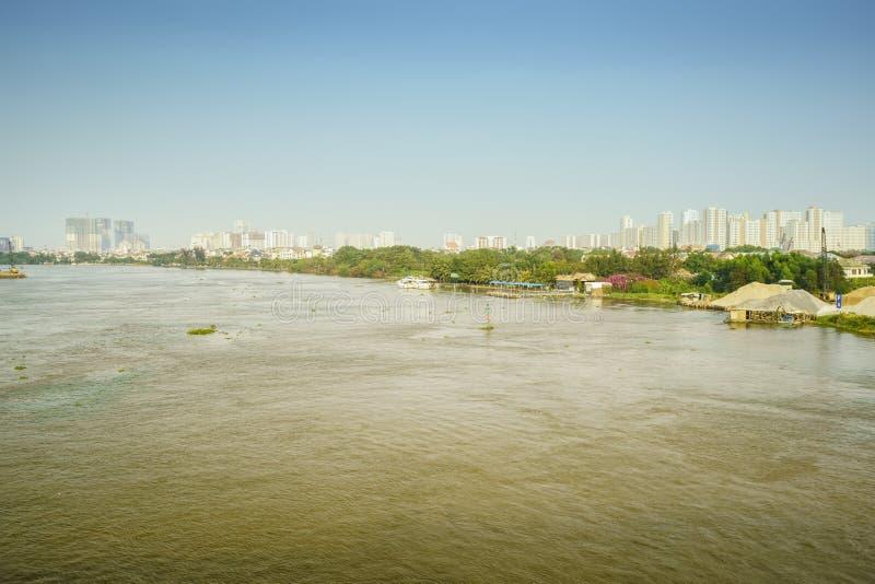 Skyline de Saigon com rio, Vietname fotografia de stock royalty free