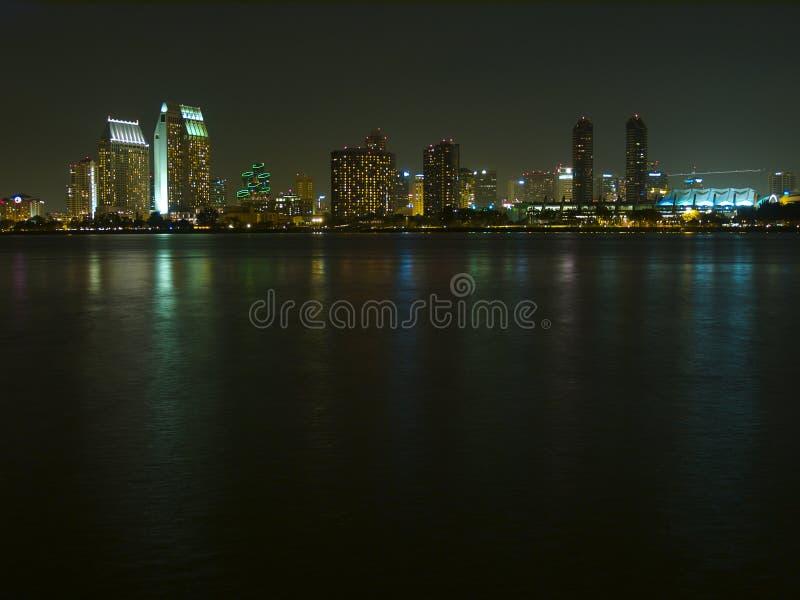 Skyline de San Diego na noite imagens de stock