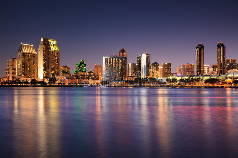 Skyline de San Diego no crepúsculo fotografia de stock