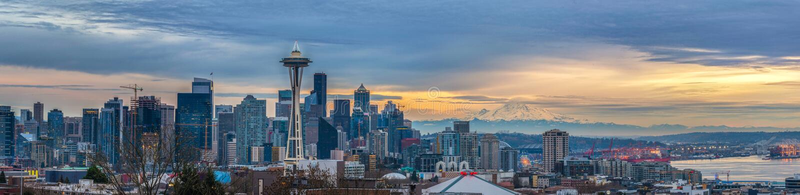 Skyline de Seattle com agulha do espaço fotos de stock