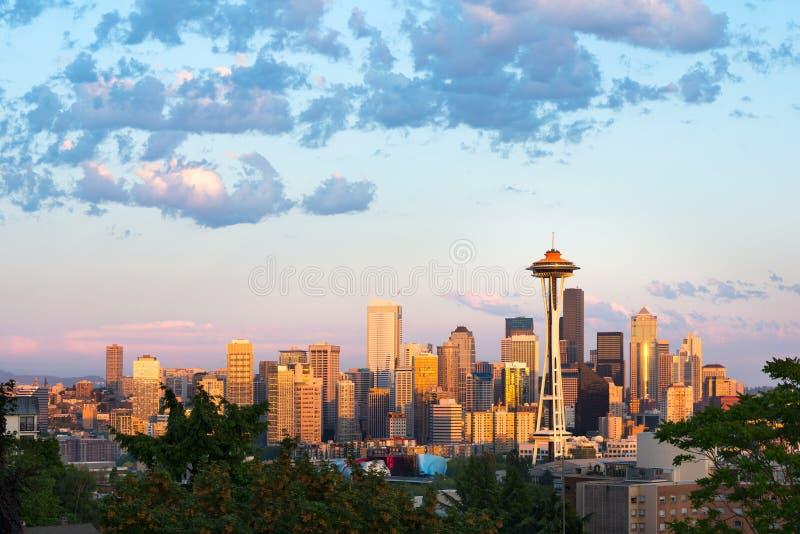 Skyline de Seattle do centro no por do sol imagem de stock royalty free