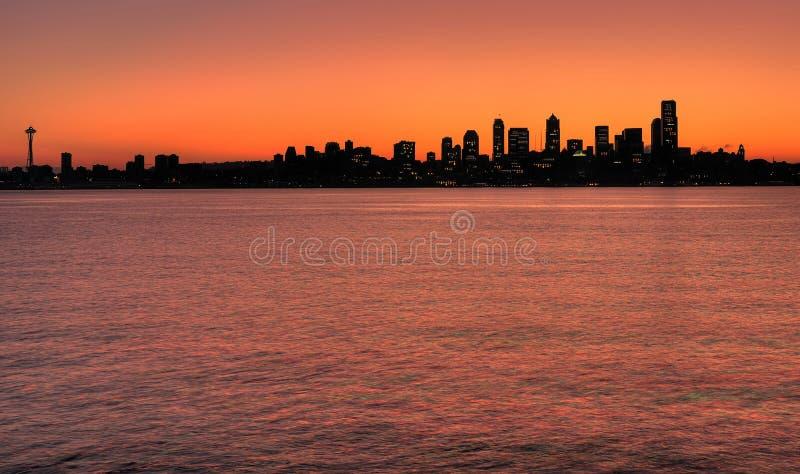 Skyline de Seattle no alvorecer imagem de stock