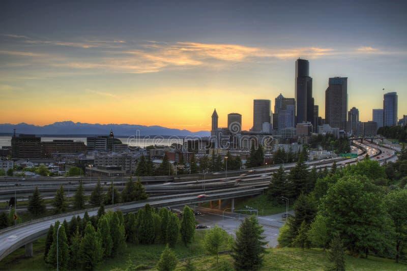 Skyline de Seattle no por do sol fotografia de stock royalty free