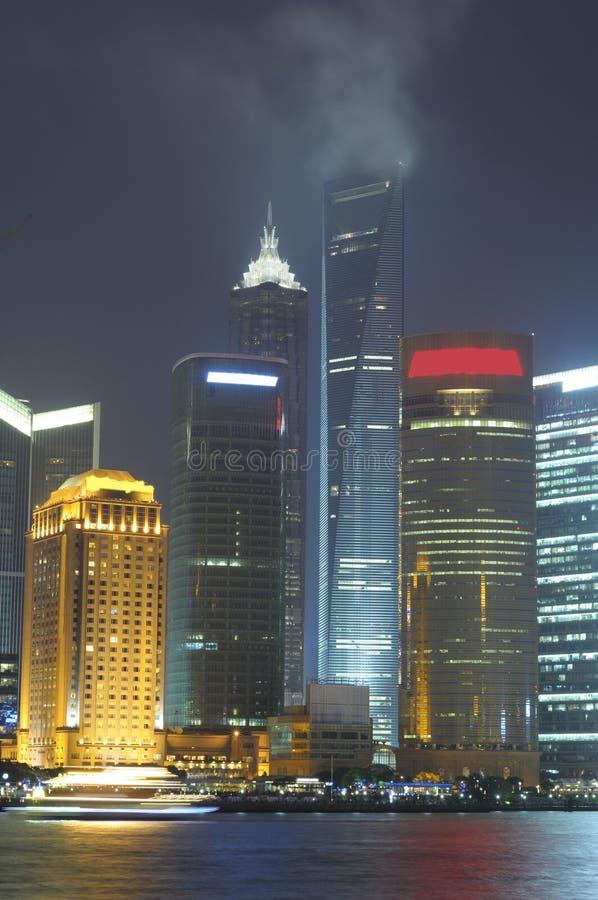 Skyline de Shanghai na noite fotografia de stock