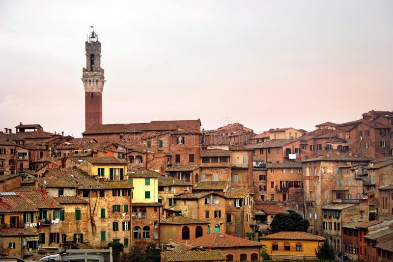 Skyline de Siena no por do sol foto de stock royalty free