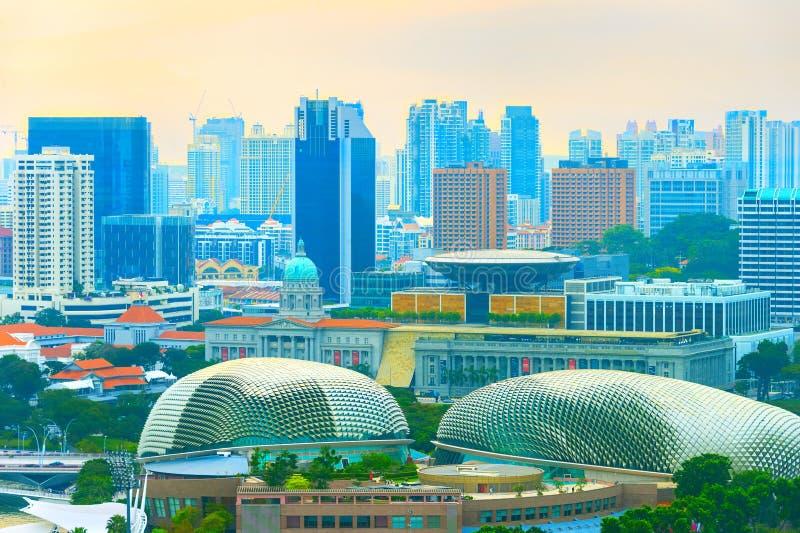 Skyline de Singapura com baía Espalanade fotos de stock