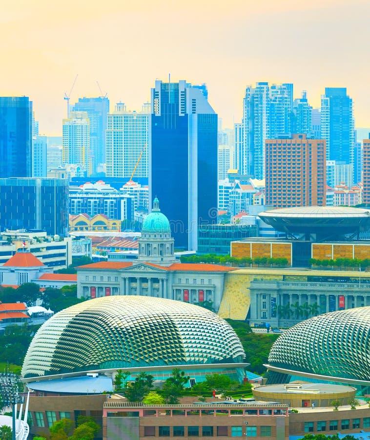 Skyline de Singapura com ba?a Espalanade foto de stock royalty free