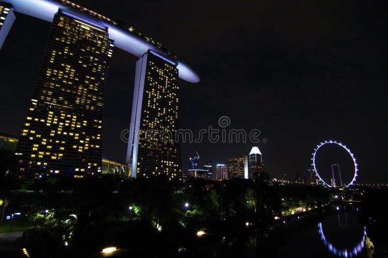Skyline de Singapura com roda foto de stock royalty free
