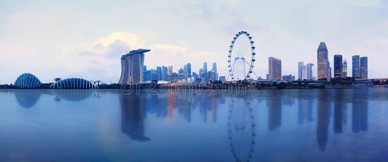 Skyline de Singapura no por do sol na cidade de Singapura imagem de stock royalty free