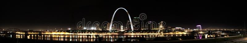 Skyline de St Louis panorâmico foto de stock royalty free